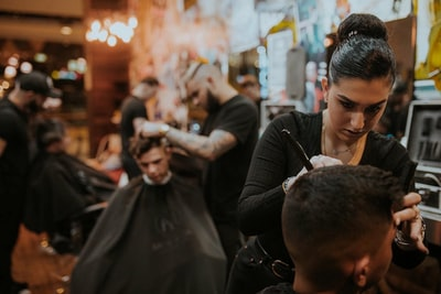 How to save your hair with an expert in hairdressing